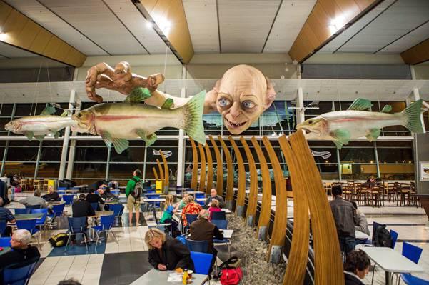 enhanced buzz wide 6493 1351533441 10 Гигантский Горлум в ново зеландском аэропорту