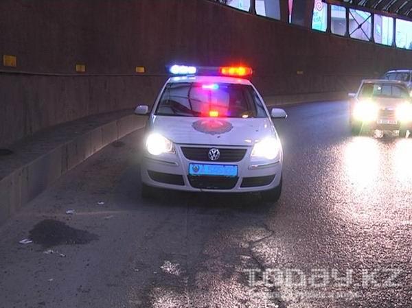 В Алматы водитель грузовика снес две попавшие в ДТП машины (фото)