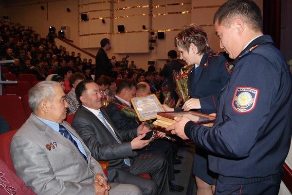 К 20-летию дорожной полиции в Карагандинской области были награждены отличившиеся сотрудники