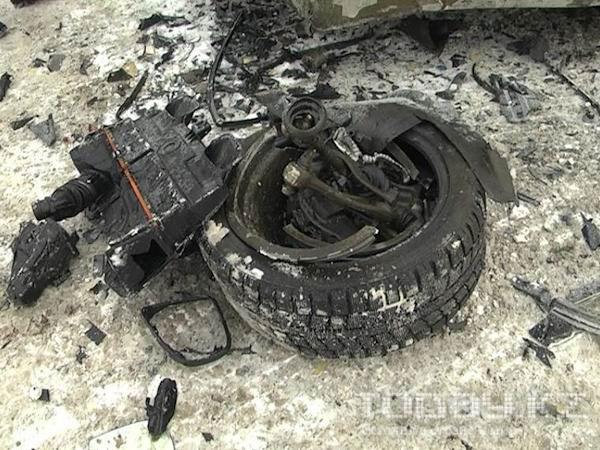 В Алматы после ДТП спасатели вытаскивали водителя из БМВ X-6 (фото)