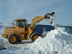 В Карагандинской области каждые сутки вывозится от 5 до 8 тысяч кубических метров снега