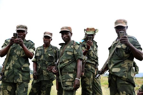 В Африке социальный статус человека определяется военной формой