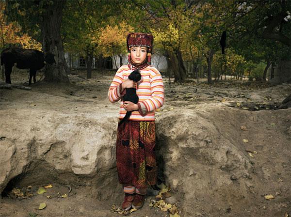 Город Ташкурган окруженный снежными вершинами Памира