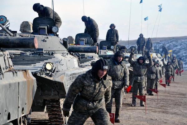 На военном полигоне возле Тараза прошли боевые стрельбы