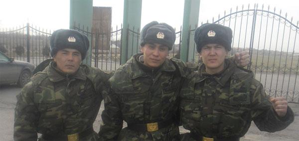 Калелов со своими сослуживцами