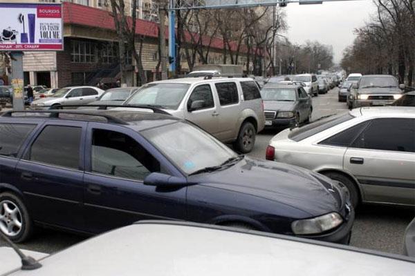 В Алматы из-за ажиотажа в преддверии 8 марта образовались «пробки» на дорогах
