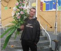 Молодой устькаменогорец украл из подземного перехода горшок с искусственными цветами, чтобы подарить его девушке