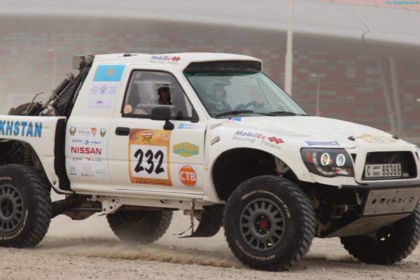Казахстанские гонщики прошли первый этап Abu Dhabi Desert Challenge (фото)