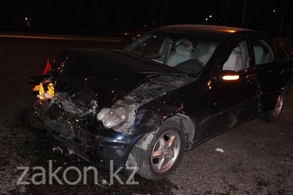 4 человека пострадали минувшим вечером в ДТП в Алматы (фото)