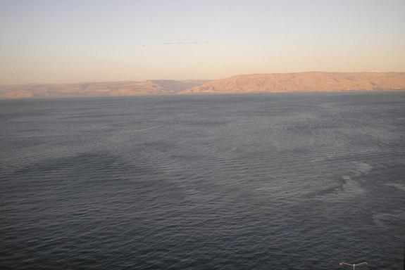 В библейском озере нашли таинственное сооружение