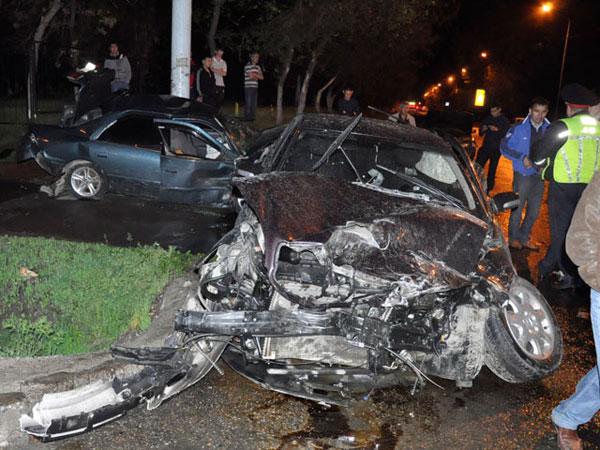 В Алматы водитель машины Toyota врезался в три автомашины и покинул место аварии (фото)