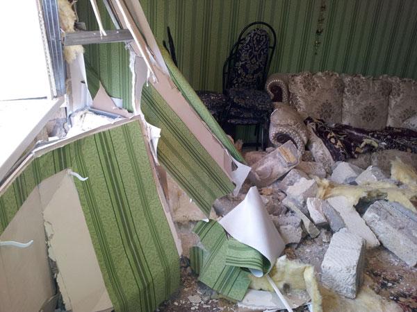 В Уральске водитель джипа врезался в частный дом (фото)