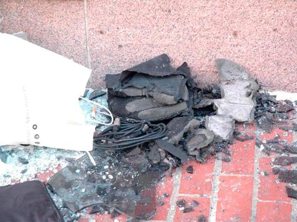 В США показаны фото бостонских бомб, а также бесхозной сумки и человека, убегающего с места взрыва
