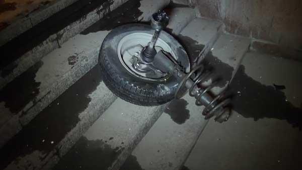 В Алматы «Мицубиси Лансер» после столкновения разорвало на несколько частей (фото)