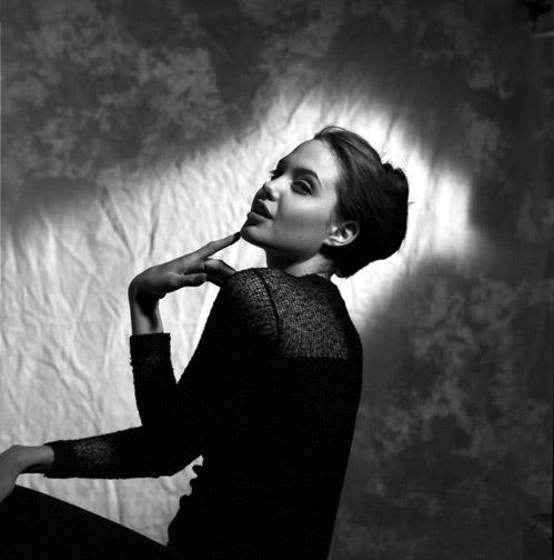 В Интернет попали неизвестные фотографии 16-летней Анджелины Джоли