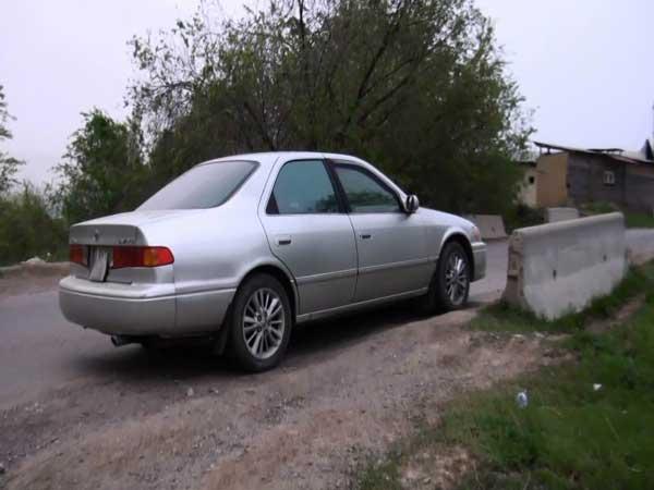 В Алматы «Тойота» после столкновения несколько раз перевернулась в логу (фото)