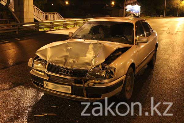 В Алматы на проспекте Рыскулова столкнулись Mitsubishi Pajero и Audi 100 (фото)