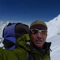 На Эвересте из-за обрыва веревки погиб известный российский альпинист