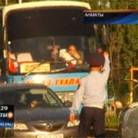 В Алматы водителей междугородних автобусов оштрафовали за переутомление