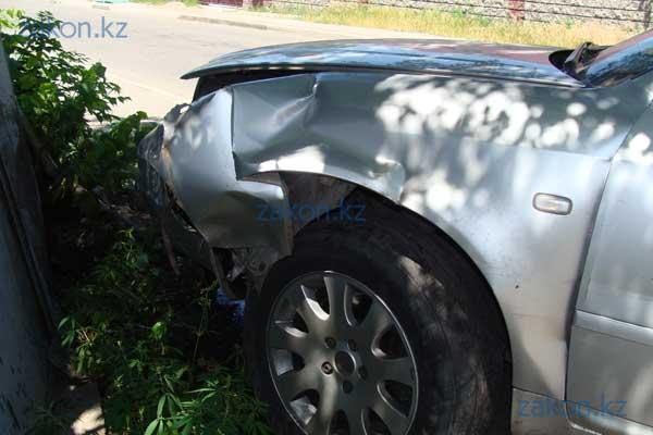 В Алматы Лада врезалась в Ауди, водитель которой проигнорировал знак «Уступи дорогу» (фото)