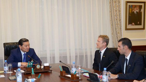 Премьер-Министр РК Серик Ахметов принял членов велокоманды «Pro Team Astana»