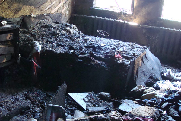 В Алматы удар молнии оставил без жилья пожилую чету, 84 и 85 лет (фото)