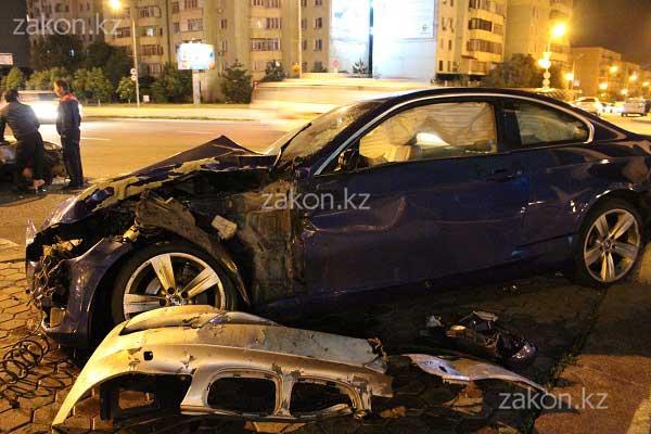 Две спортивные БМВ и Мазда столкнулись на проспекте Аль-Фараби в Алматы (фото)