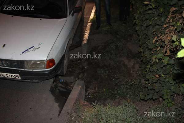Житель Тараза хочет подать в суд на дорожные службы Алматы из-за поврежденной машины (фото)