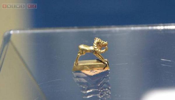 В Астане представили золотую сокровищницу страны