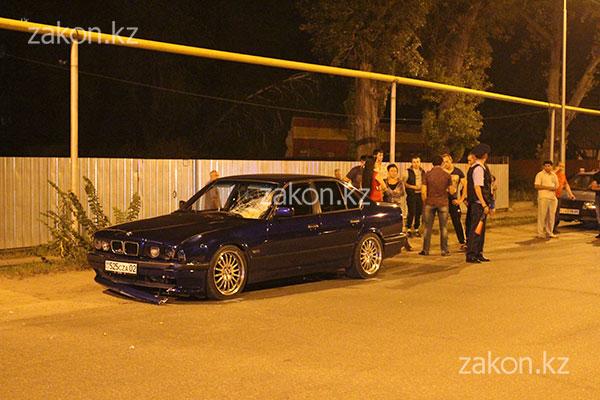В Алматы водитель БМВ насмерть сбил женщину и пытался скрыться с места происшествия (фото)