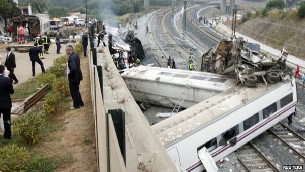 Испания: десятки человек погибли при крушении поезда