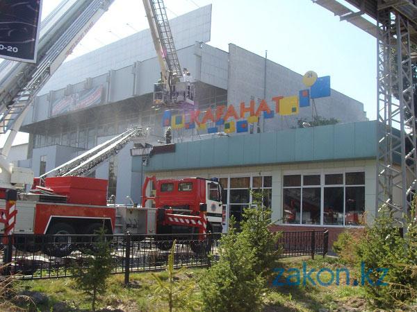 В центре Алматы произошел пожар в столовой Каганат (фото)