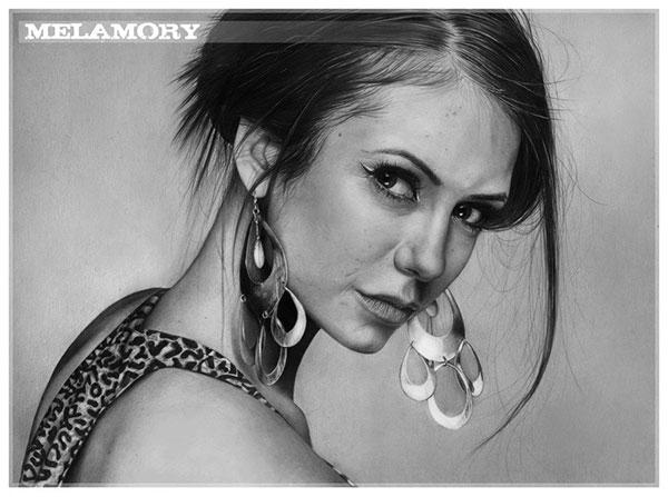 Девушка рисует шедевры простым карандашом