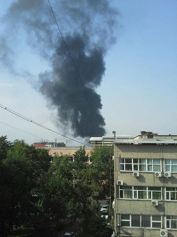 В Алматы произошел пожар на стройке ТЦ «Мега» (фото)