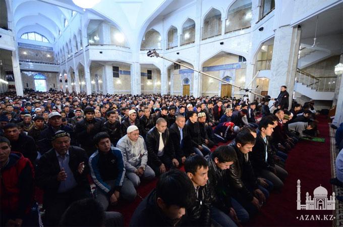 Курбан айт в Центральной мечети г. Алматы отпраздновало более 20 тысяч человек