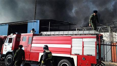 Умышленный поджог стал причиной крупного пожара на территории трех рынков в Алматы