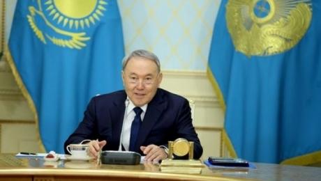 Президент Казахстана Нурсултан Назарбаев поздравил прекрасную половину стра ...