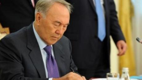 Назарбаев подписал закон об усилении ответственности за нарушения в сфере и ...