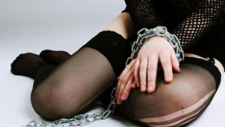 В Актобе 16-летнюю девушку заставили переспать с семью мужчинами