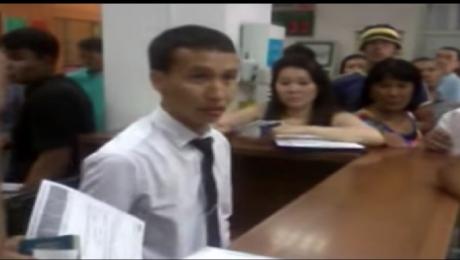 Сотрудник ЦОНа в Алматы обматерил клиента