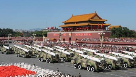 В Пекине на параде в честь 70-летия Победы стреляли, летали и пускали голубей