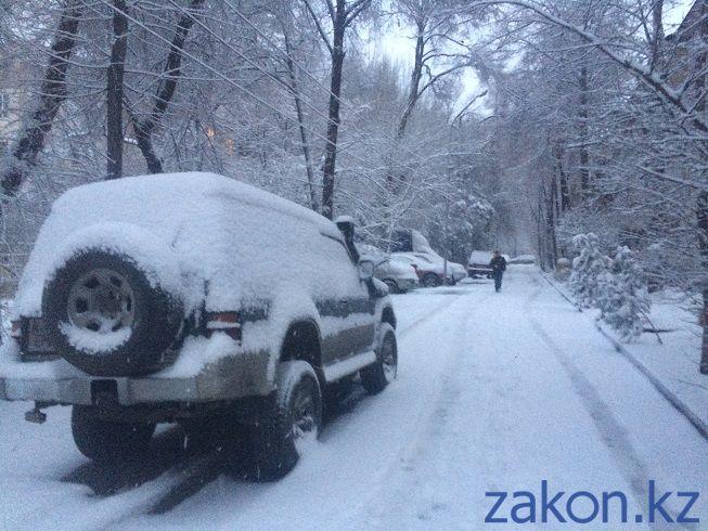 В Алматы выпал долгожданный снег