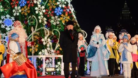 Президент Казахстана зажег главную елку страны