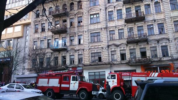 В центре Киева рухнули этажи, под завалами люди