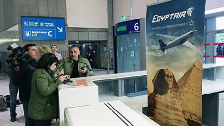 Стюардесса EgyptAir делала фото стонущим самолетом