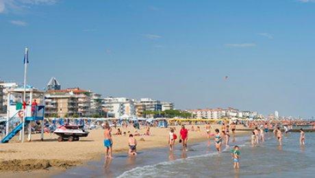 Туристы навенецианских пляжах будут получать компенсацию задождь