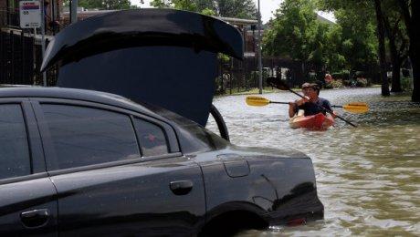 Погибли десятки людей— ВСША наводнение