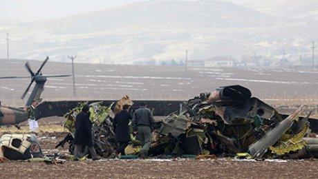 В итоге крушения военного вертолета вТурции погибли семь человек
