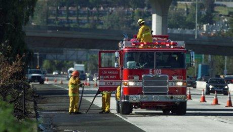 Граждан 300 домов эвакуировали из-за мощного пожара вокрестностях Лос-Анджелеса