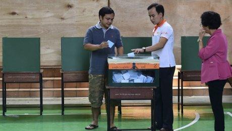 ВТаиланде идет референдум попроекту свежей конституции